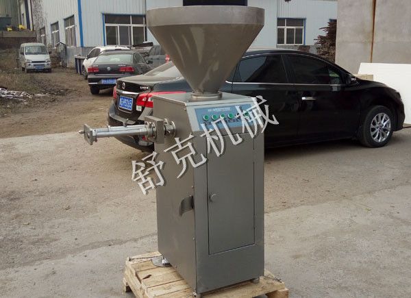 Quantitative filling automatic kinking machine